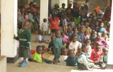 Kids from poor families in Banda wait to receive a free meal from a program operated by Kageno.