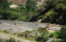 Harvesting rocks from the Vilcabamba River near the town of Quinara. Photo credit: Chris Hebdon
