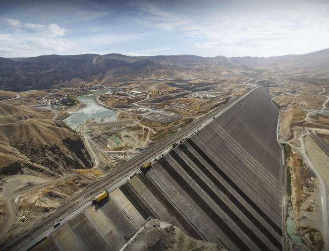 Ilısu Dam will eventually generate 3.833 GWh of hydroelectric power, but it will also flood Hasankeyf, a 12,000-year-old settlement, under 200 feet of water and parch 670,000 ha of arable land downstream in Iraq. The Turkish government allowed construction of the Ilısu Dam to proceed without conducting an environmental impact statement. (Image Credit: Cengiz Inşaat)